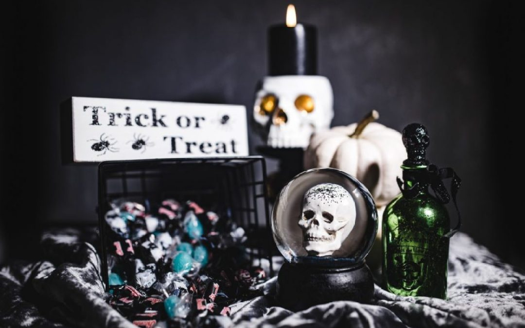 Minimal Halloween Decor 2k17