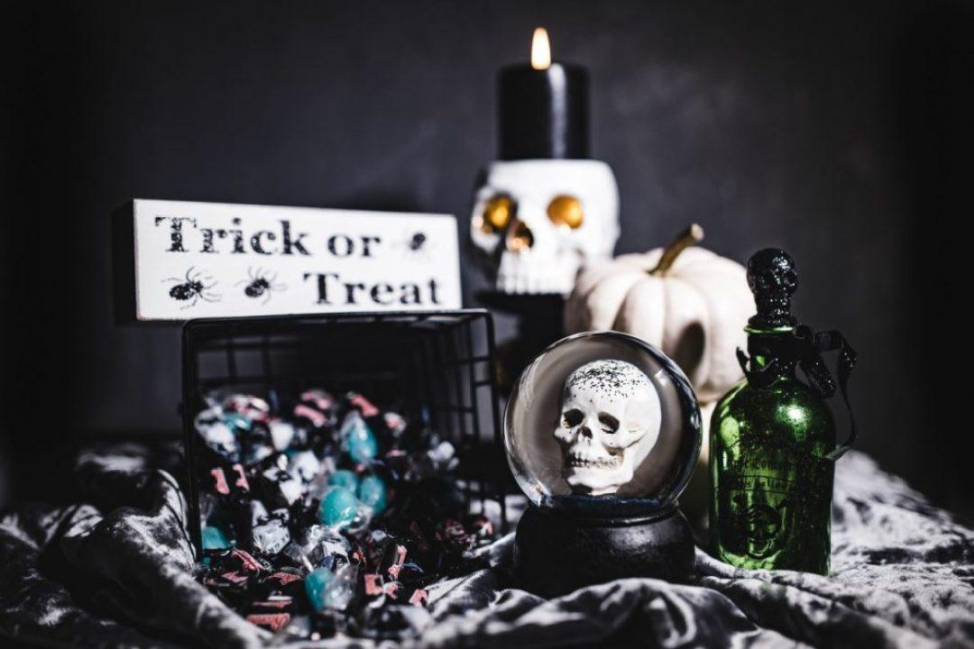 kaboompics_Halloween Decorations