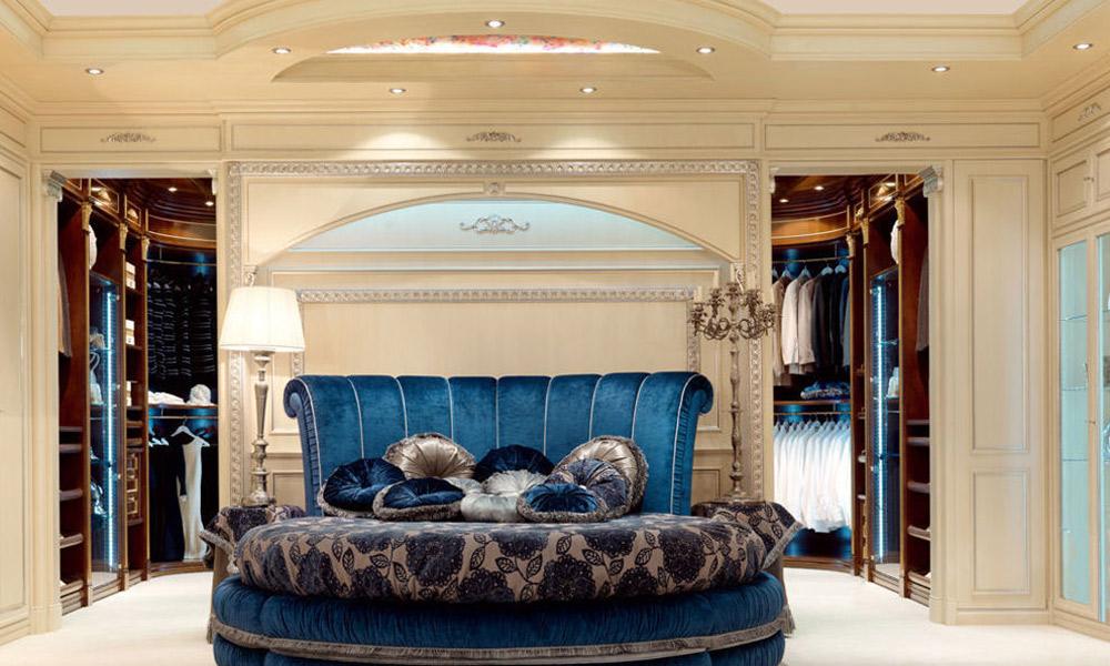 Il legno è protagonista assoluto delle camere da letto classiche, a volte accompagnato da arzigogolate strutture dei letti in ferro battuto. Camera Da Letto Stile Classico Millennium Arredamenti