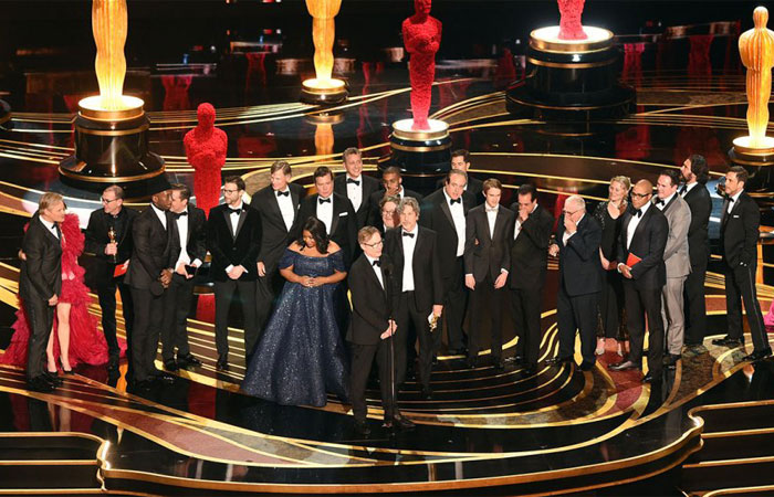 Group photo of celebrities at the Oscars