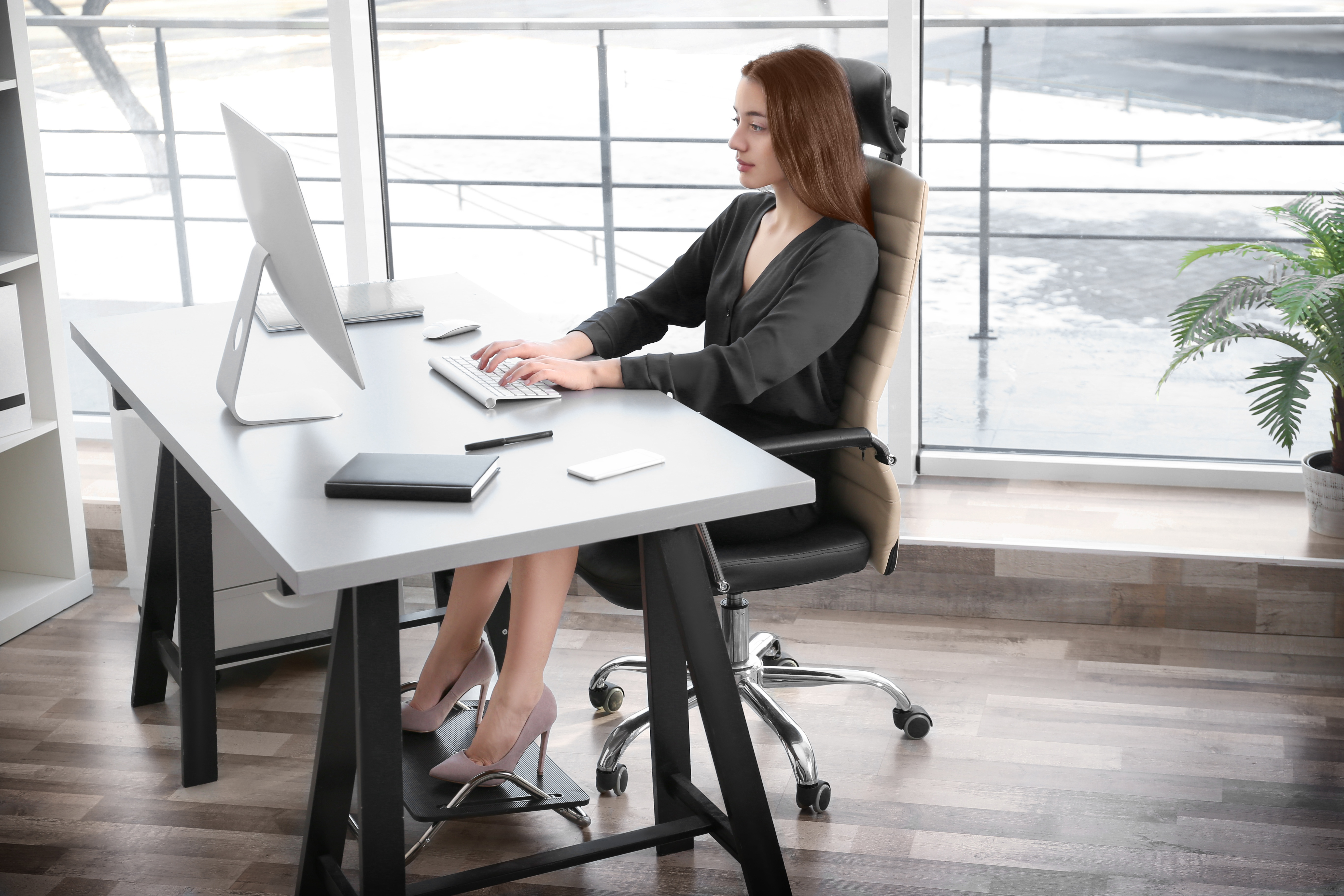 office sitting chairs ikea stool chair uae 4 reasons why ergonomic are important for your team