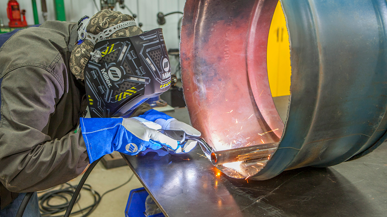 hight resolution of welder mig welding