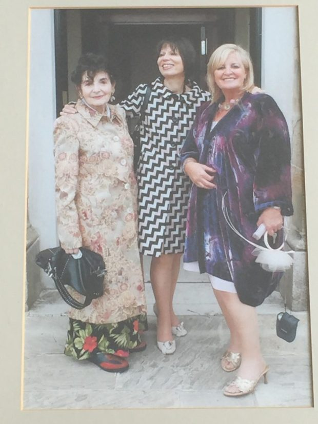 Milly, Shula, Norina at Gavin and Phalla Wedding 2005, photo by Fraser Grey