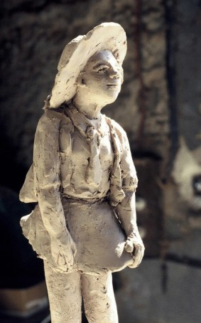 The schoolgirl, bronze, 40 x 15 x 15 cm