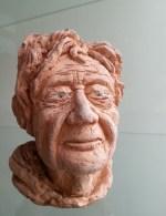 vieille dame au caractère étrange