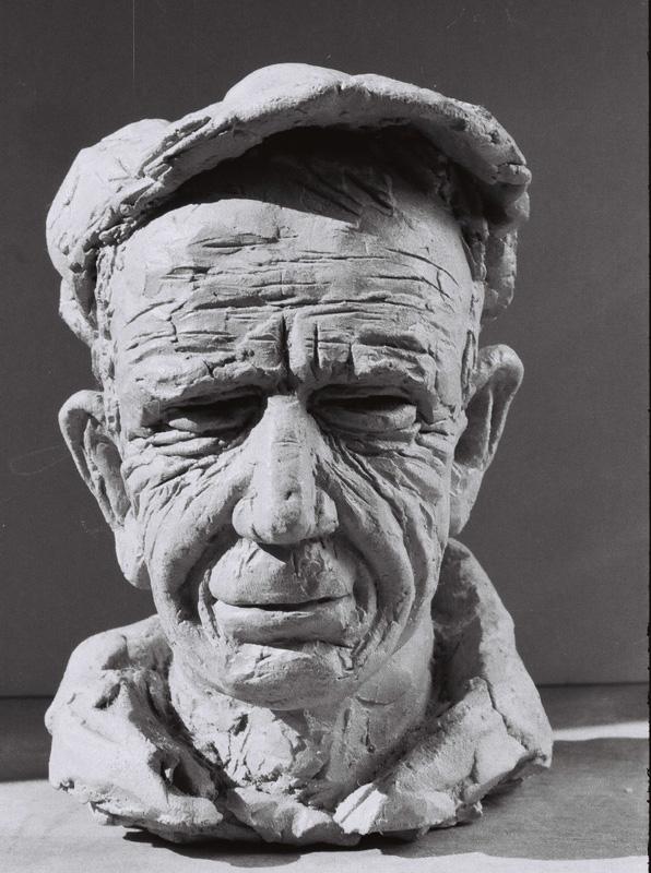 Sculpture figurative en bronze. Figuration-critique. Paysan. Ouvrier. Travailleur buriné.