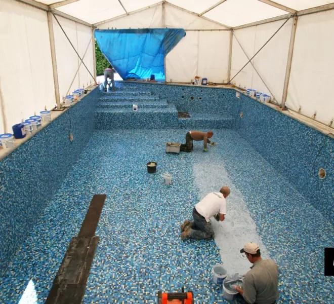 zwembadrenovatie met mozaïek onder tent by Milovito