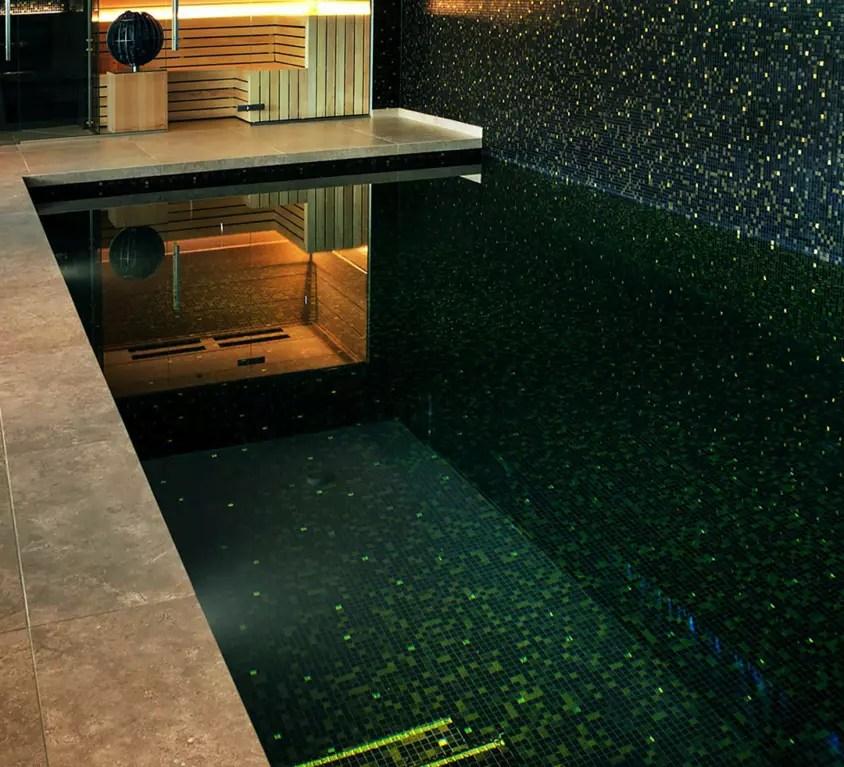 Glasmozaiek zwembad zwart goud