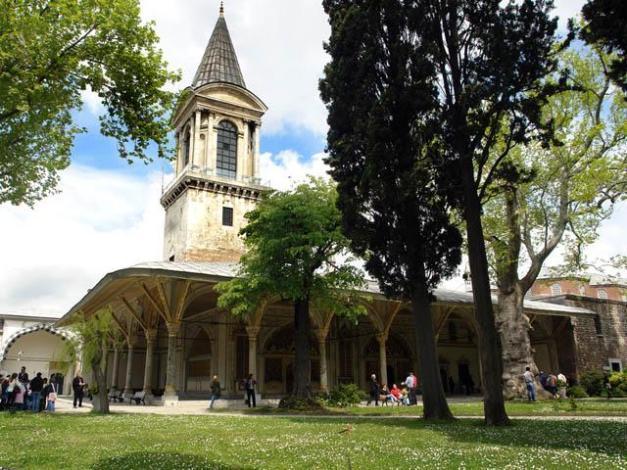Topkapı-Sarayı-II.-Avlu-(Divan Meydanı)