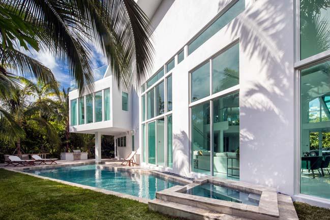 luxury-villa-in-golden-beach-12
