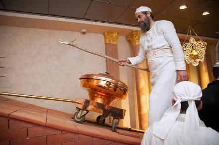 Rampa prowadząca do ołtarza.  Zdjęcie: Świątynia Instytut