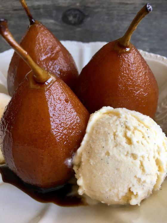 www.mimejorhornada.comPeras al vino de Marsala con helado de vainilla