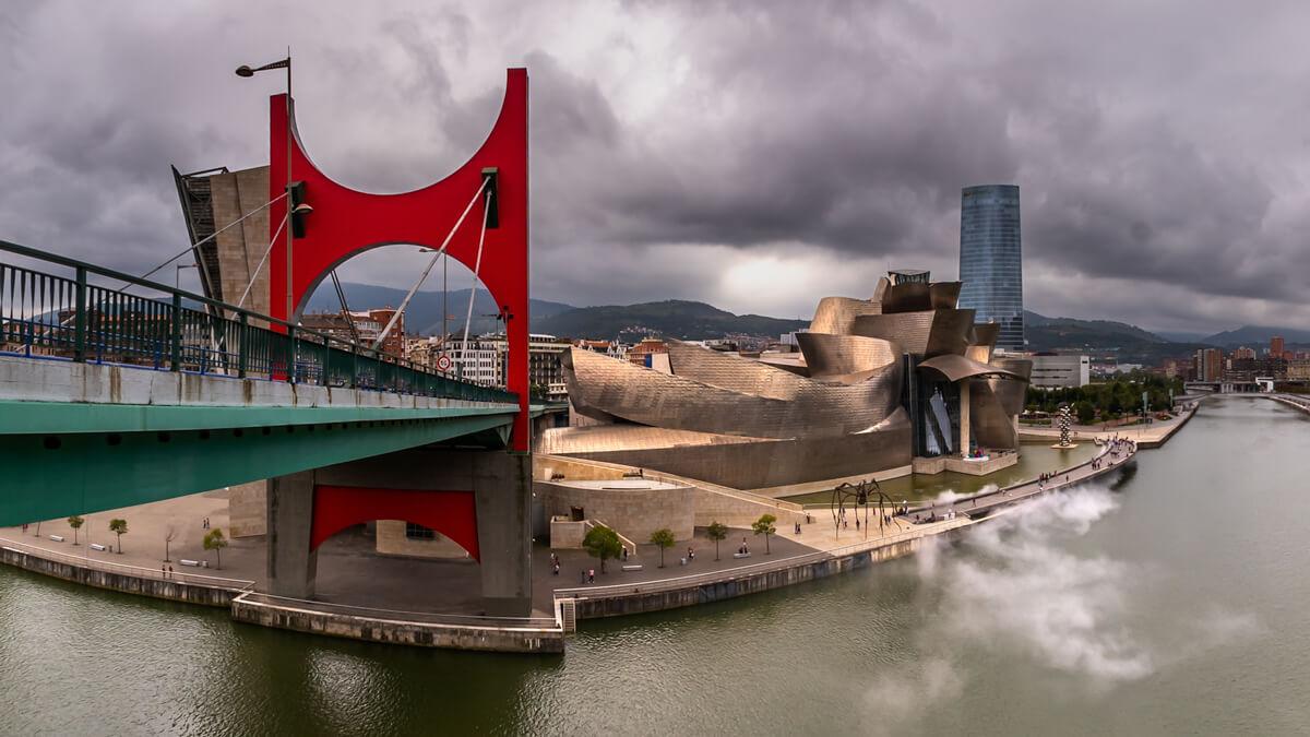 Museo Guggenheim en la Ría de Bilbao