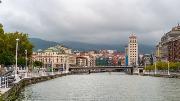 Teatro Arriaga en la Ría Bilbao