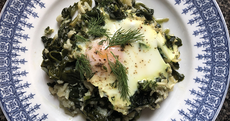 Poached Egg Over Rice Spinach (Burani me Spinaq dhe Vezë)
