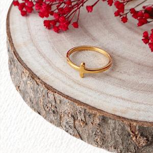 anillo cruz dorado