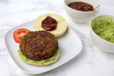 Vegan-Burger-Avocado