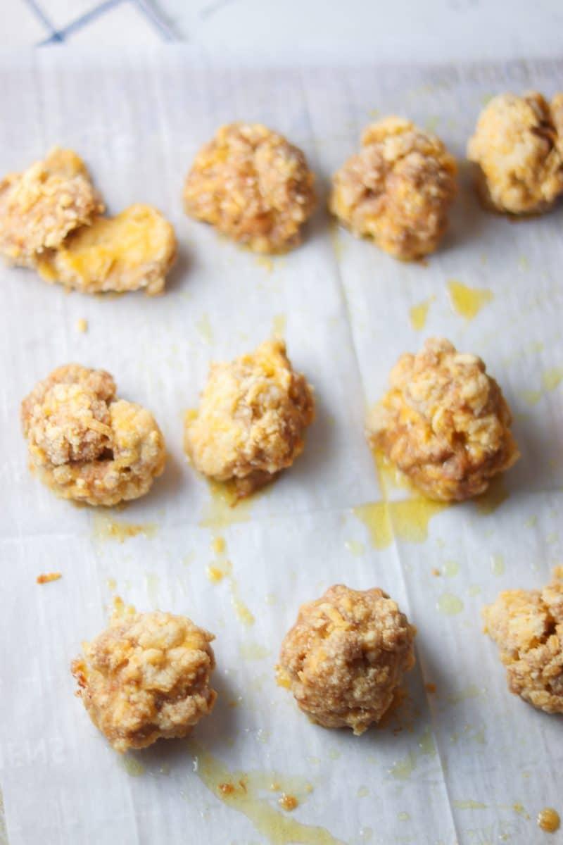 Sausage Balls Recipe | Easy and delicious #keto #lowcarb sausage puffs recipe! | mincerepublic.com