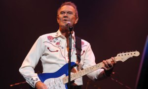 Glen-Campbell-in-concert--007