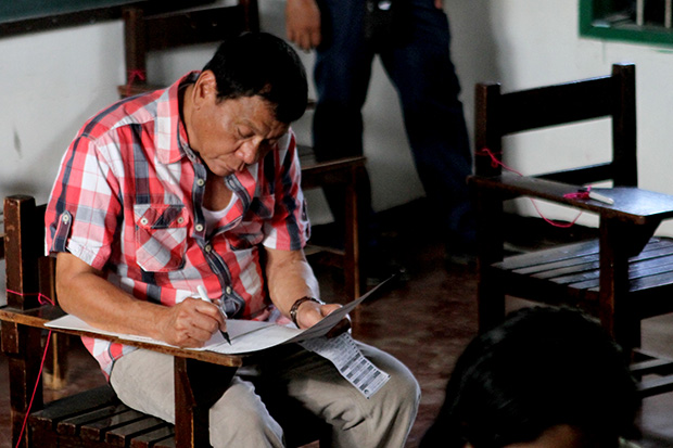 Davao City Mayor Rodrigo Duterte, who will be 16th President of the Phlippines, shades his ballot at Clustered Voting Precinct 416 in Daniel R. Aguinaldo National High School in Matina Aplaya on Monday, May 9. MindaNews photo by KEITH BACONGCO