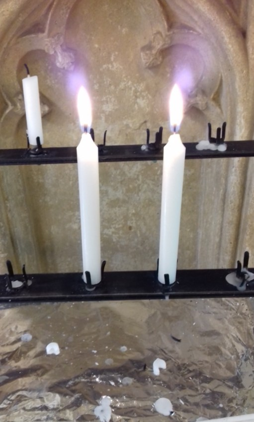 Salut d'Amour: Candles at Malmesbury Abbey in the Cotswolds and words from Angie. Diddley's oldest friend who grew up with her in the Cotswolds.