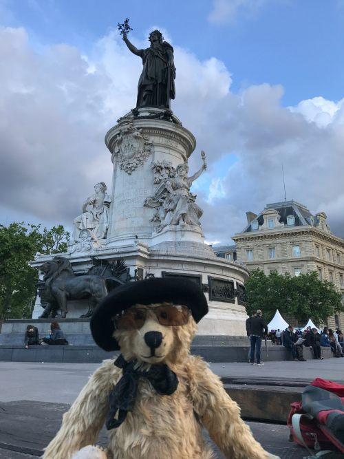 Paris: Place de la République.