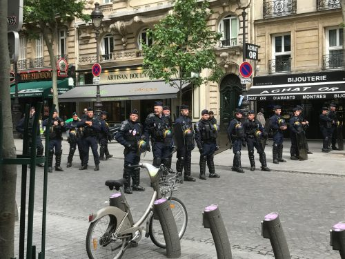 Paris: Gendarmes.