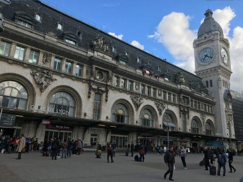 Paris: Gare de Lyon.