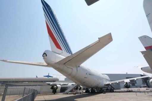 April in Paris: Boeing 747.