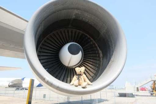 April in Paris: Same 747. Big engine!