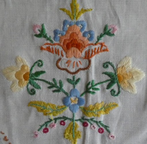 Embroidered flowers on head rest.