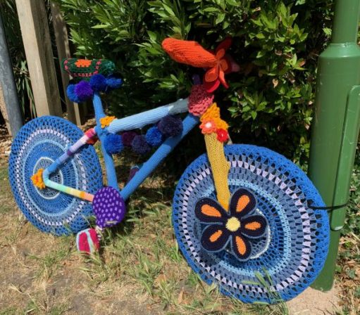 Yarnbomb Sisters - knitted bicycle mainly blue.