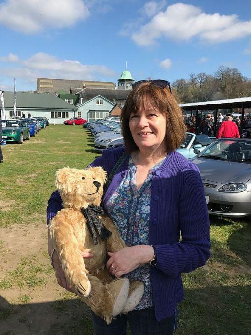 Elizabeth, holding Bertie.