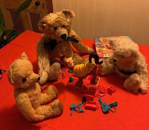 Bertie, Eamonn and Trevor playing Buckaroo with Bobby.