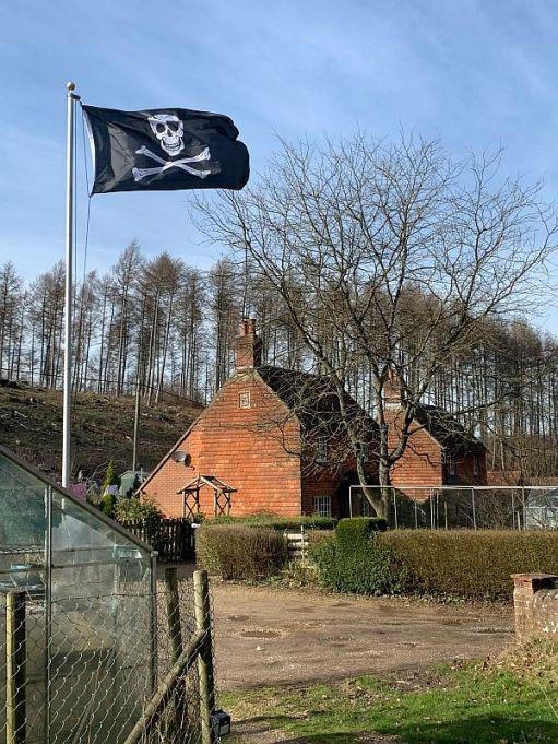 House in Wotton flying the Skull & Crossbones.