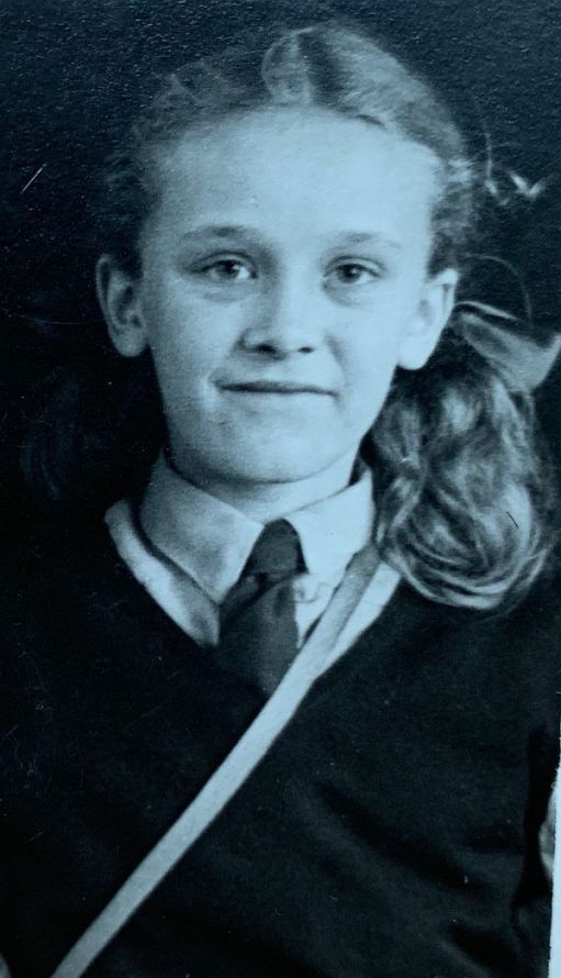 Black and White school photo of Wendy from 1946.