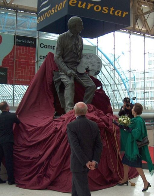 Statue of Cuneo being unveiled by the Princess Royal.