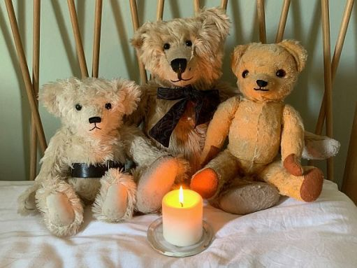 Trevor, Bertie & Eamonn with a candle lit for Diddley.