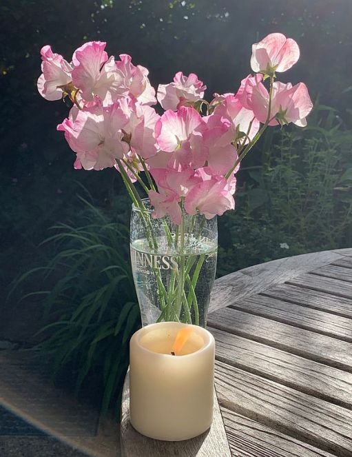 A vase of flowers and a candle lit for Diddley.