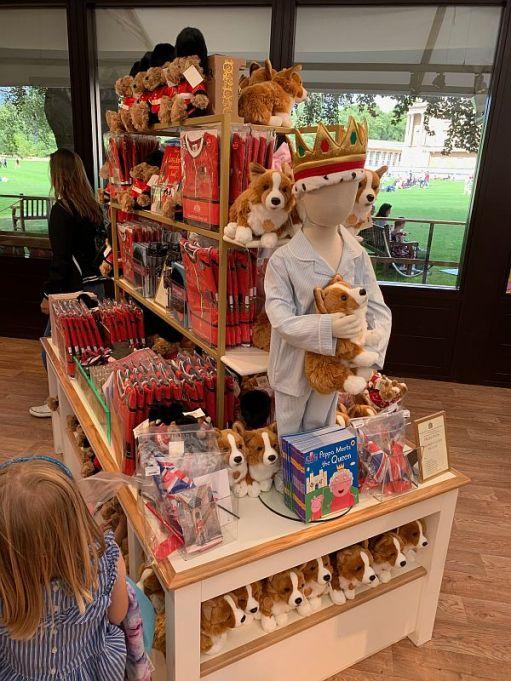 Display of Royal gifts.