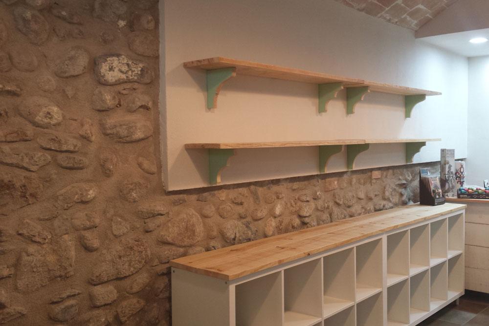 Estanterias de madera de pino natural para tiendas  Mind Made