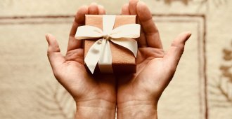hands_giving_gift_love_language