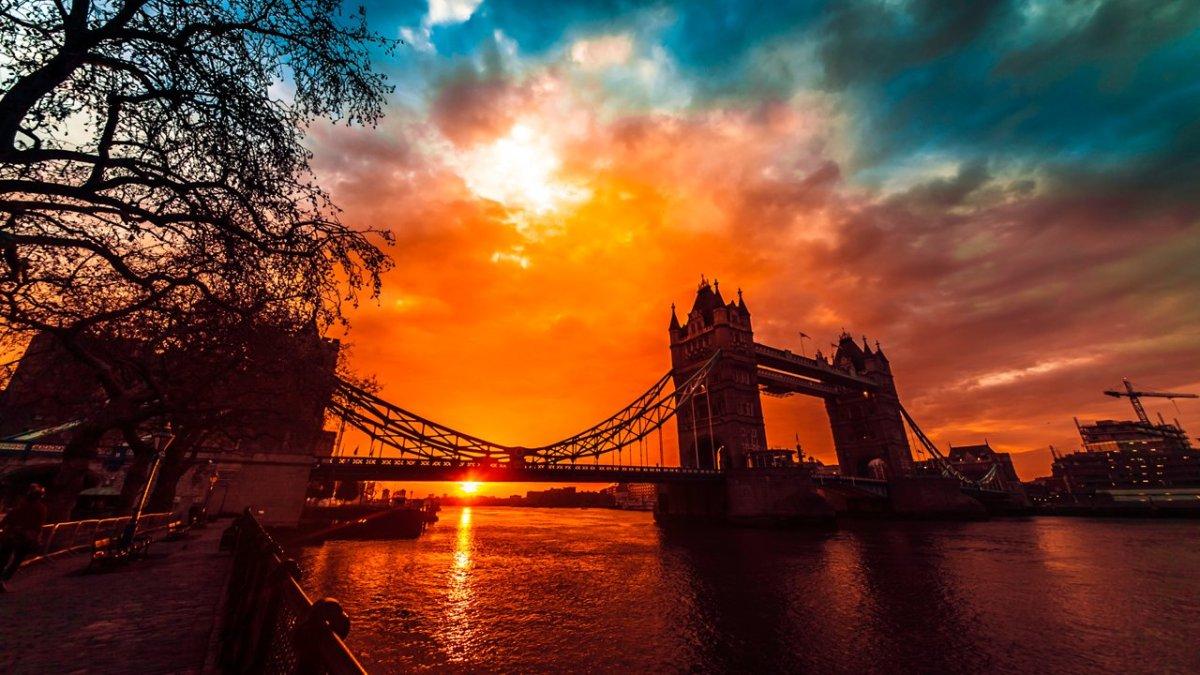 Die London Tower Bridge im Zeitraffer