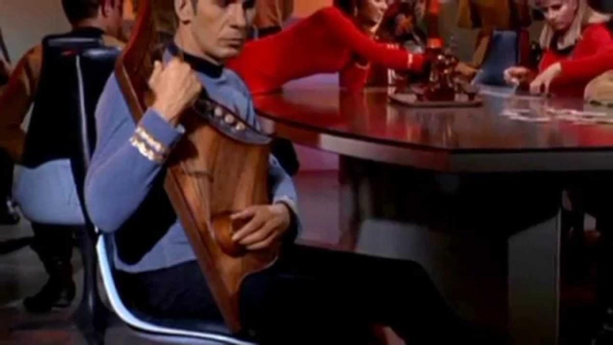 Ein musikalisches Tribut an Leonard Nimoy auf der vulkanischen Harfe und dem Theremin