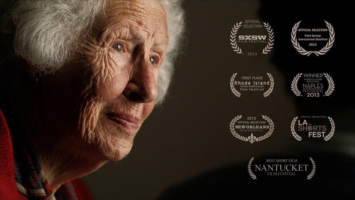 """Im Kurzfilm """"DOTTY"""" versucht eine Seniorin eine SMS zu schreiben (bitte nicht weinen)"""
