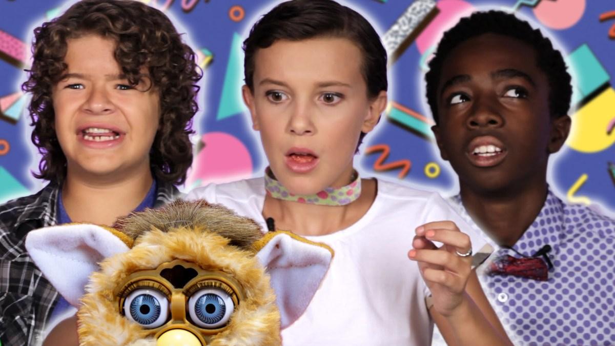 """Die Kids von """"Stranger Things"""" spielen mit Retro Toys"""