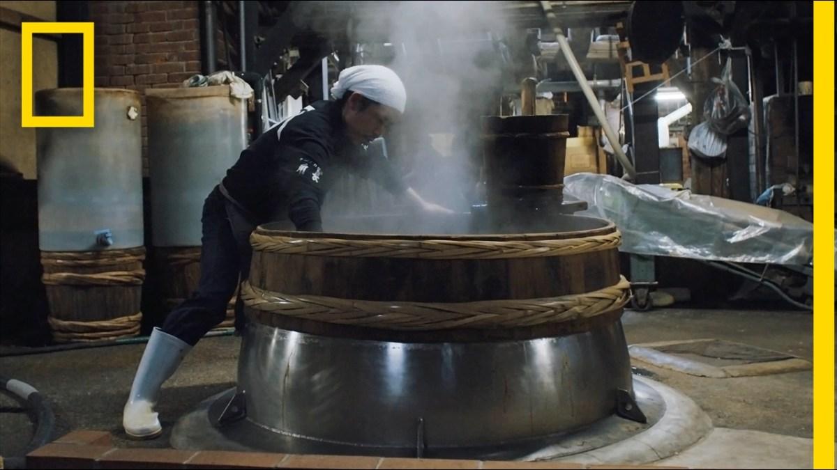 Wir wird eigentlich seit 750 Jahren in Yuasa auf traditionelle Weise Sojasauce hergestellt?