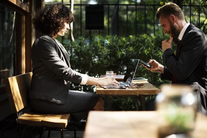как правильно общаться на работе