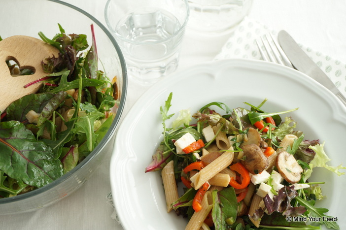 Pastasalade met rucola, champignons en feta