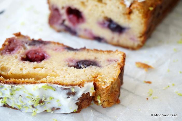frisse yoghurtcake met zomerfruit